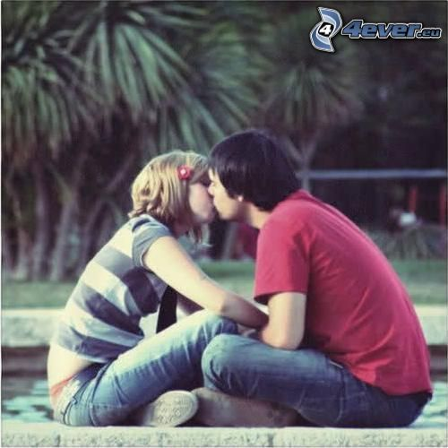 pareja en el parque, amor, beso