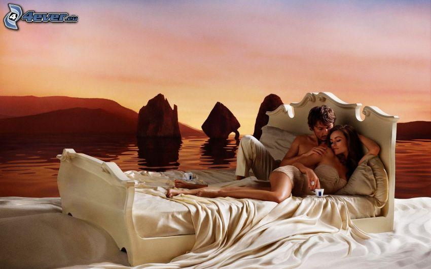 pareja en la cama, mar, piedras
