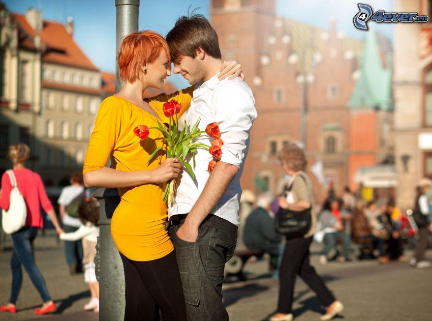 pareja en la ciudad, tulipanes, amor