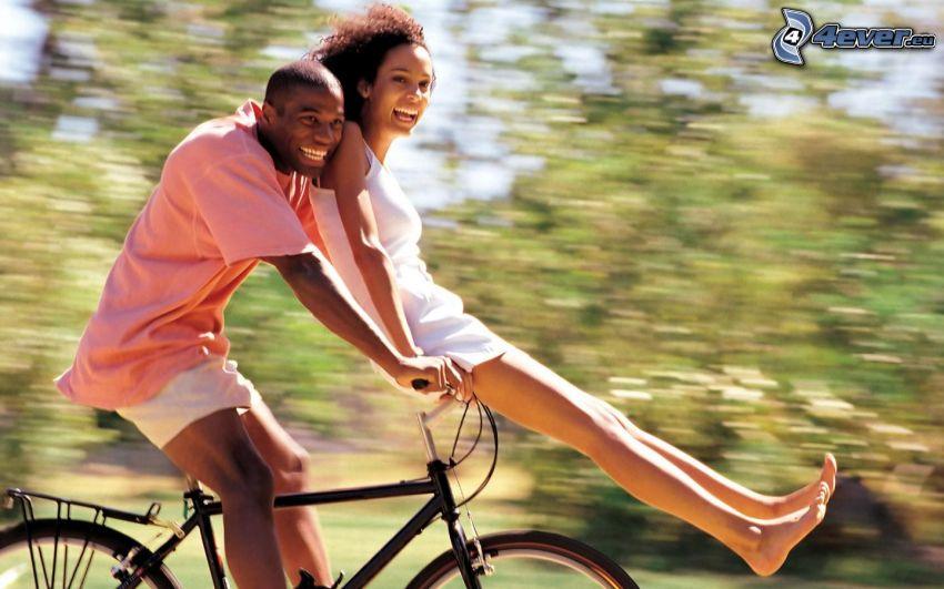 pareja feliz, negros, alegría, bicicleta
