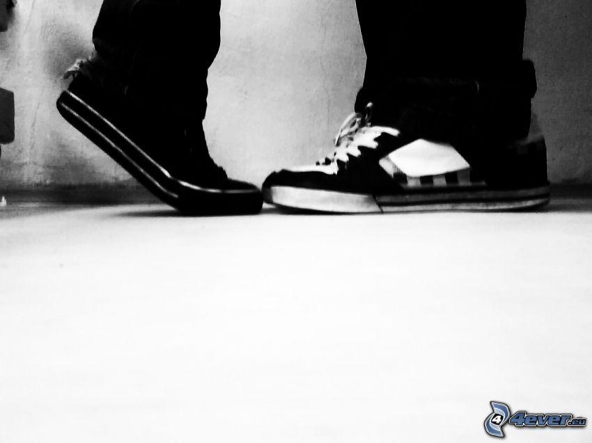 zapatos, chica y chico