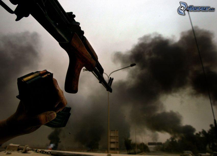 Kalashnikov, mano, humo