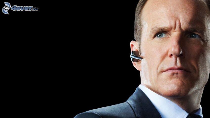 Agents of S.H.I.E.L.D., hombre en traje