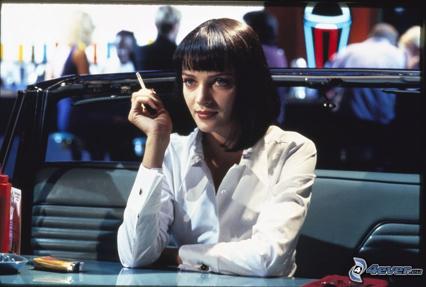 Pulp Fiction, chica con cigarrillo