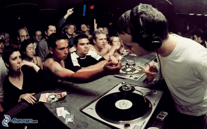 DJ, discoteca, cigarrillo
