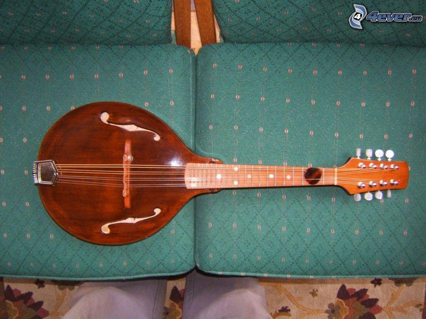 mandolina, sofá