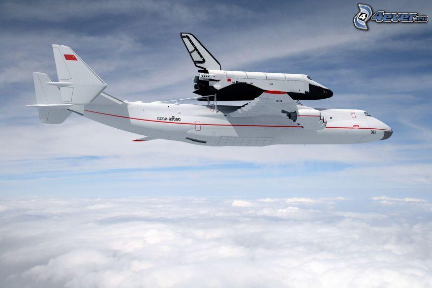 transporte del trasbordador, transbordador espacial Buran ruso, Antonov AN-225, nubes