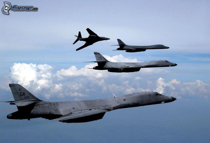 B-1B Lancer, nubes