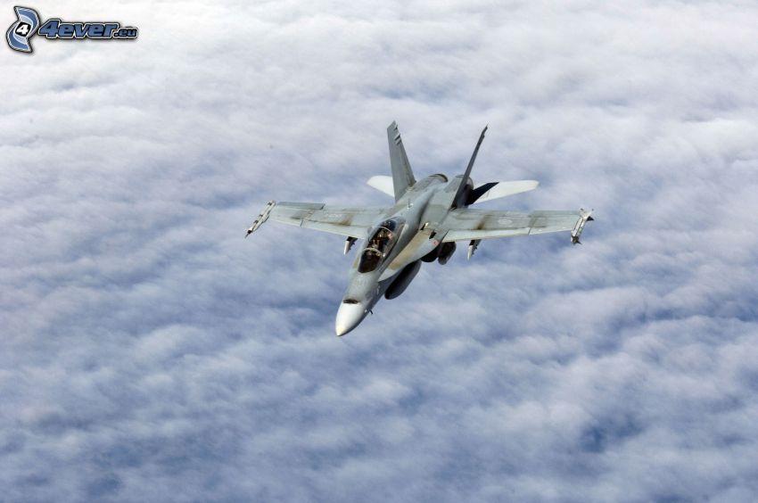 CF-188 Hornet, encima de las nubes