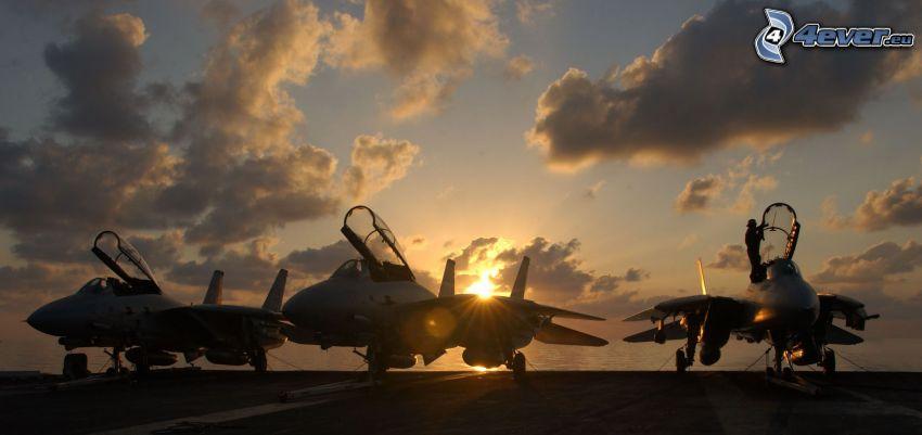 F-14 Tomcat, portaaviones, nubes, puesta de sol en el mar