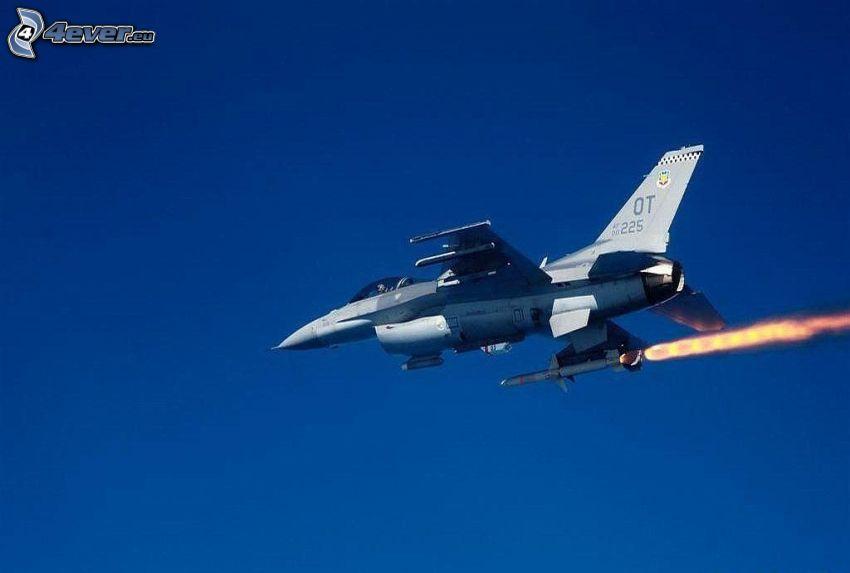 F-15 Eagle, cielo azul, cohete