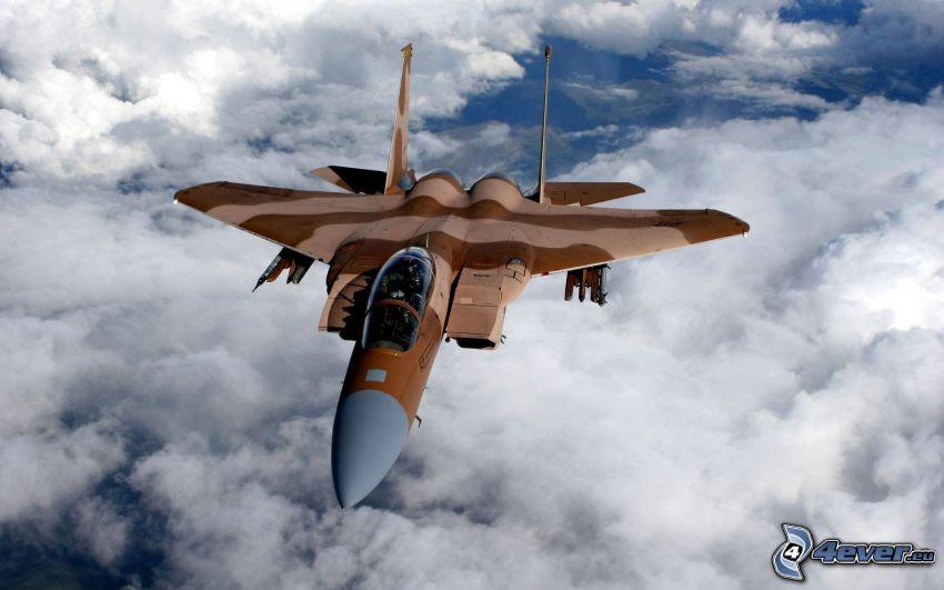 F-15 Eagle, encima de las nubes