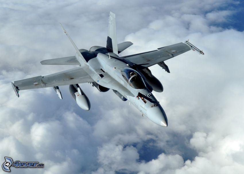 F/A-18E Super Hornet, encima de las nubes