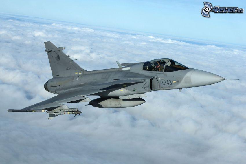 Saab JAS 39 Gripen, encima de las nubes