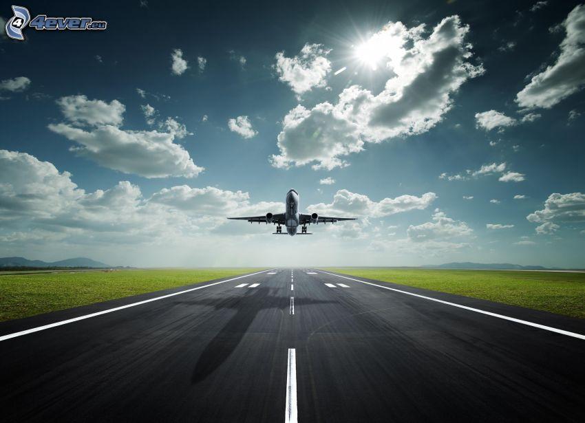 Airbus A330, avión, despegue, pista, nubes, sol, sombra de aviones