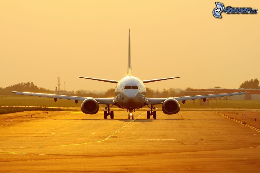 Boeing 737, pista, aeropuerto
