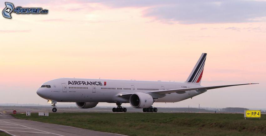 Boeing 777, Air France, aeropuerto