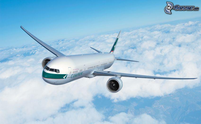 Boeing 777, encima de las nubes