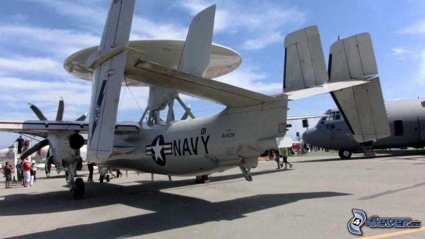 Grumman E-2 Hawkeye, aeropuerto