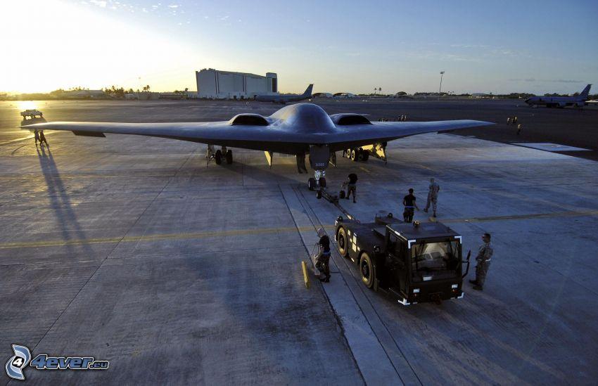 B-2 Spirit, aeropuerto