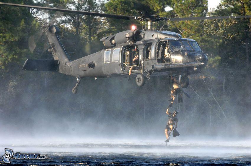 MH-60K, helicóptero militar, soldados, mar, agua, descenso desde un helicóptero