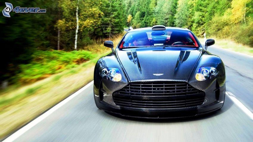 Aston Martin DB9, bosque, acelerar