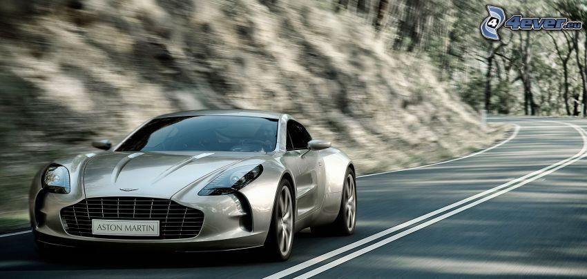 Aston Martin One 77, camino, acelerar