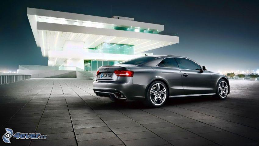 Audi RS5, Casa de Lujo