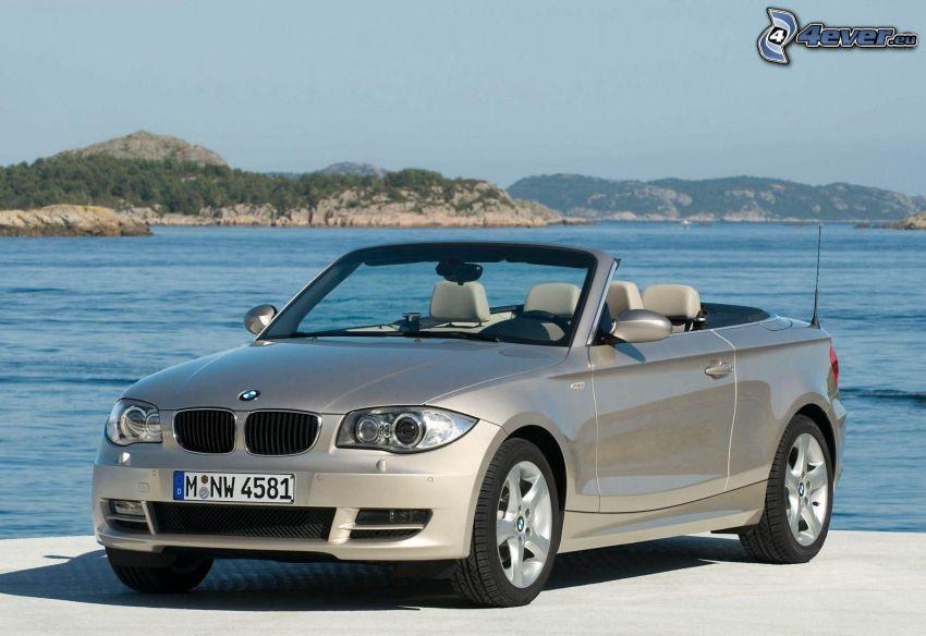 BMW 1, descapotable, lago