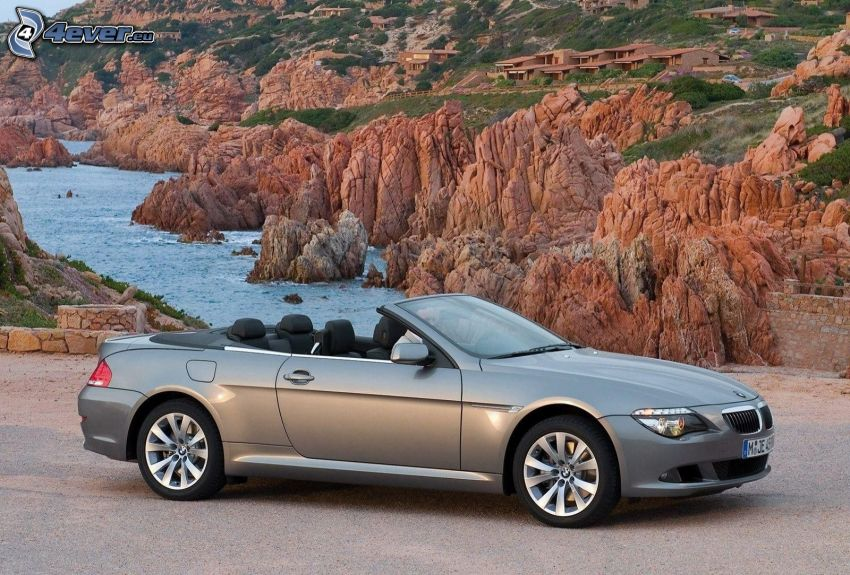 BMW 650i, descapotable, rocas