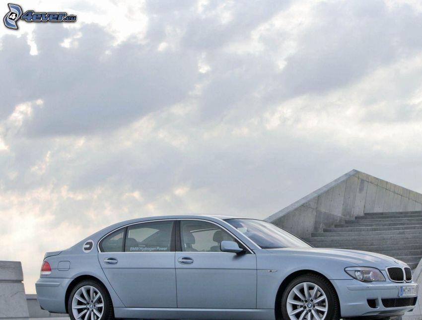 BMW 7, escalera