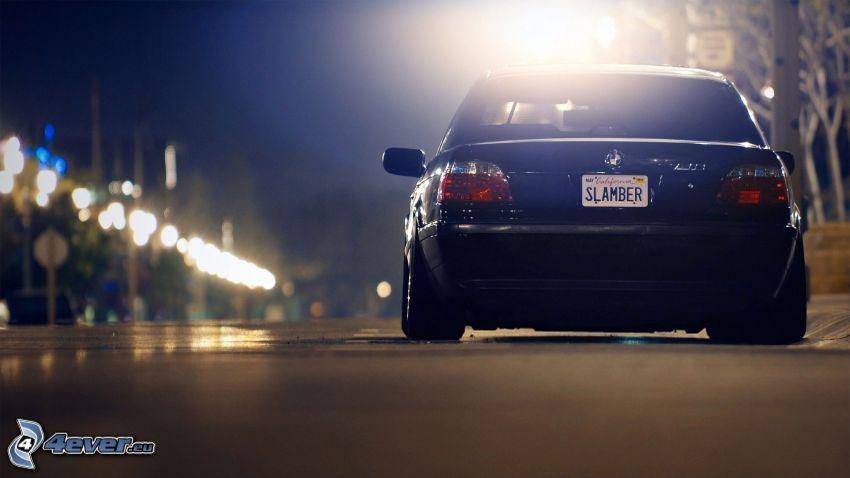 BMW E38, noche
