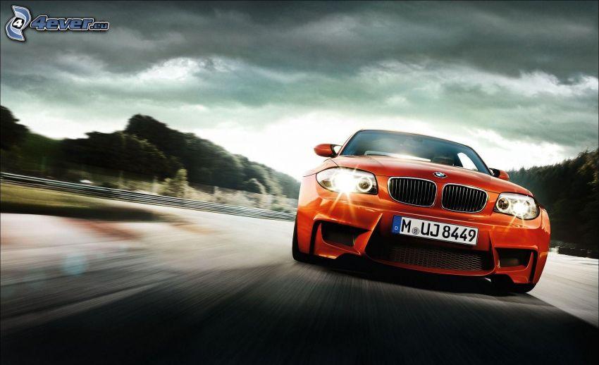 BMW M1, delantera de coche, acelerar, camino, nubes