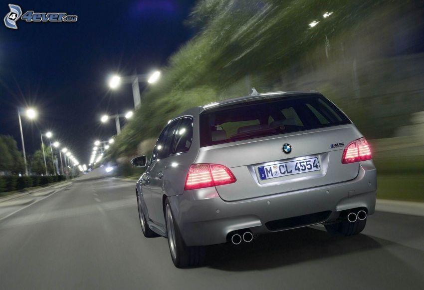 BMW M5, acelerar, atardecer, alumbrado público