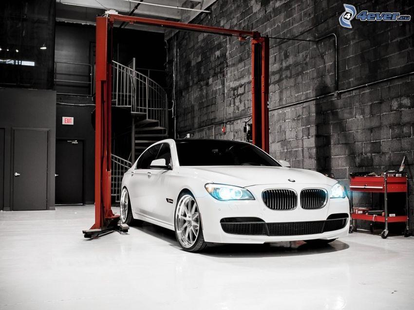BMW M5, garaje