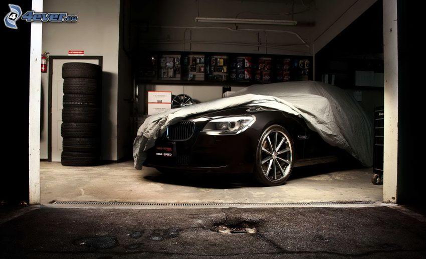 BMW M7, garaje, sábana