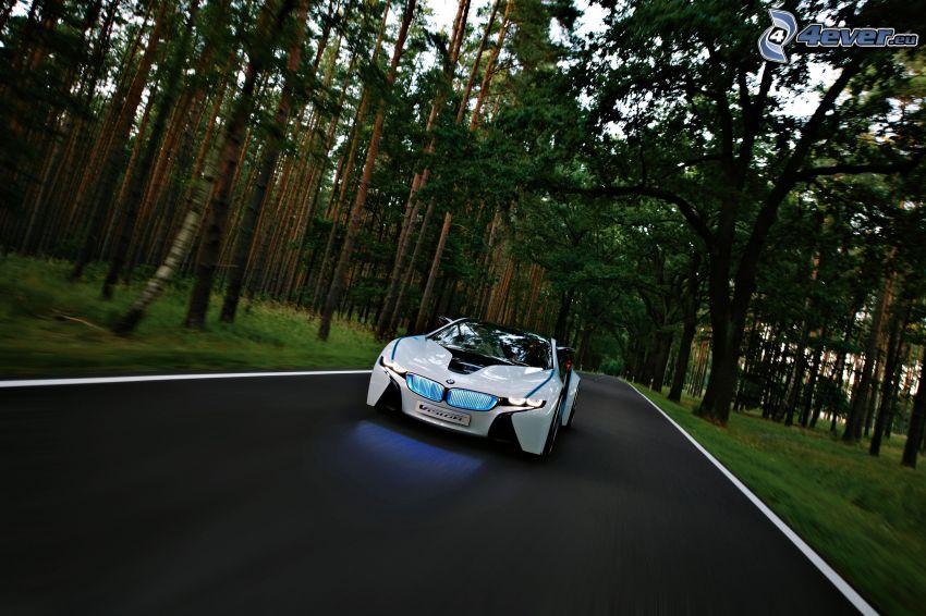 BMW Vision Efficient Dynamics, camino por el bosque, acelerar