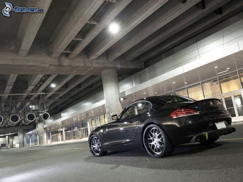 BMW Z4, edificio