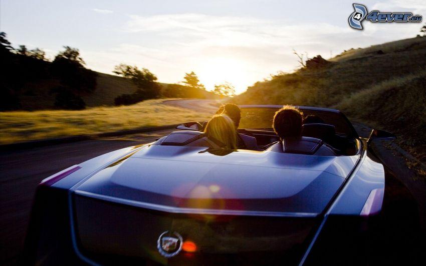 Cadillac Ciel, puesta de sol sobre la carretera