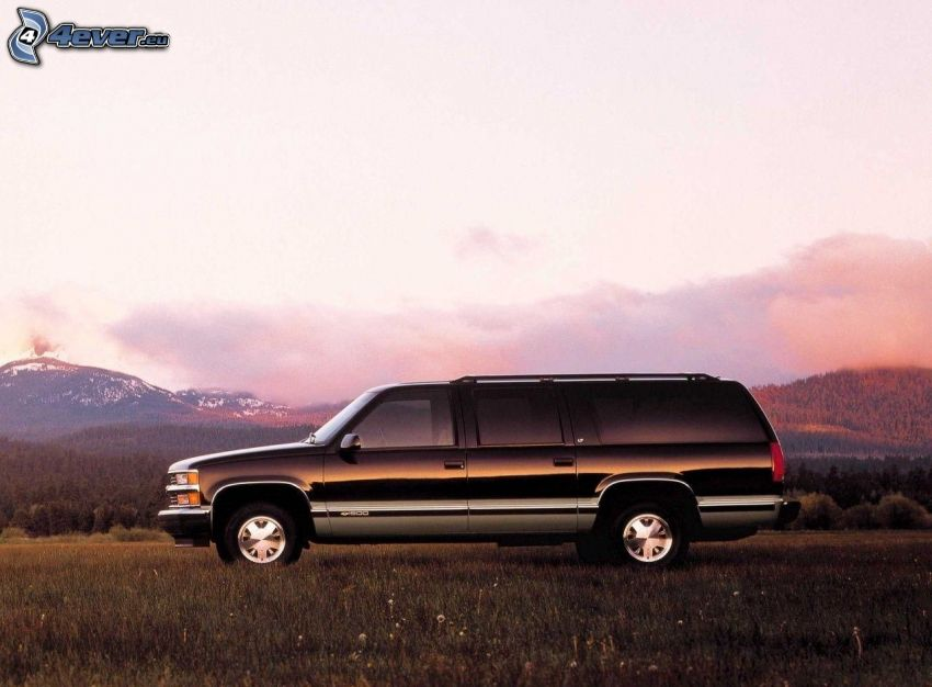 Chevrolet Suburban, atardecer