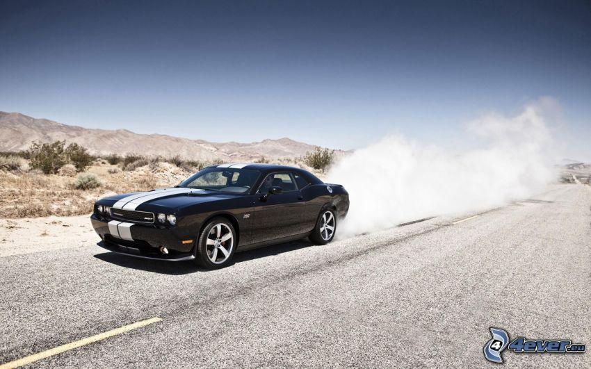 Dodge Challenger SRT, humo, camino