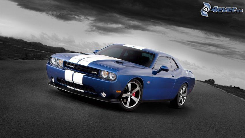 Dodge Challenger SRT, nubes oscuras