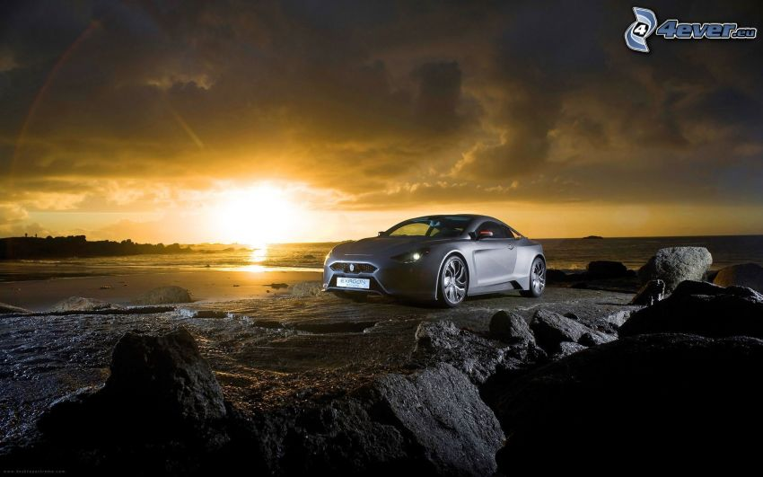 Exagon Furtive eGT, puesta de sol en el mar, rocas
