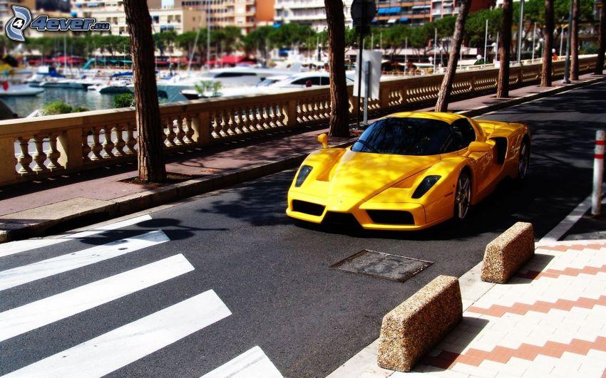 Ferrari Enzo, camino, paso peatonal