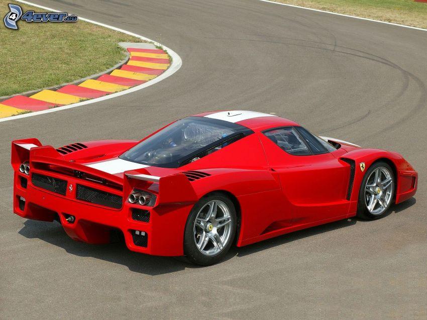 Ferrari FXX, carreras en circuito, curva