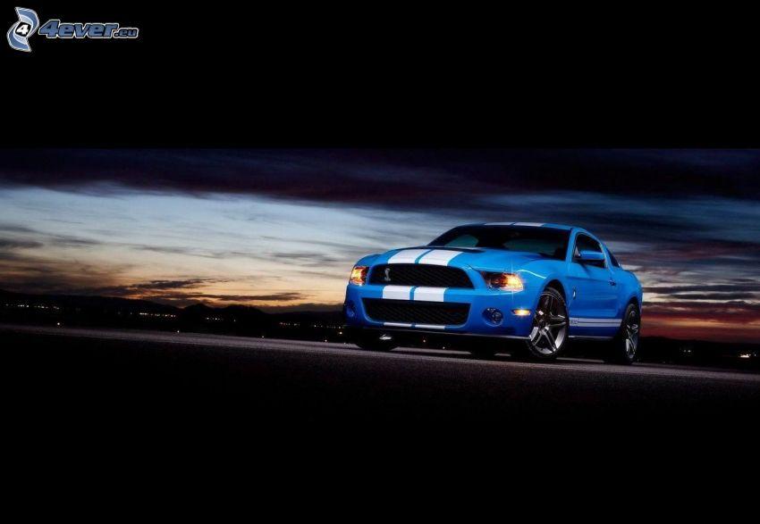 Ford Mustang GT500, después de la puesta del sol