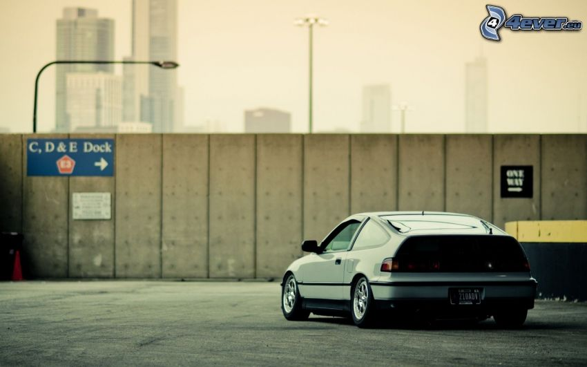 Honda CRX, lowrider, valla de hormigón, rascacielos