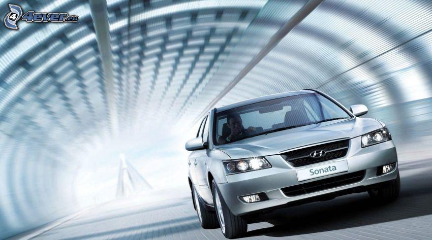 Hyundai Sonata, túnel, acelerar