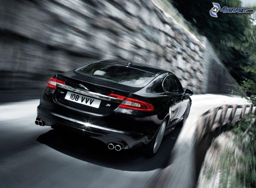Jaguar XF, acelerar