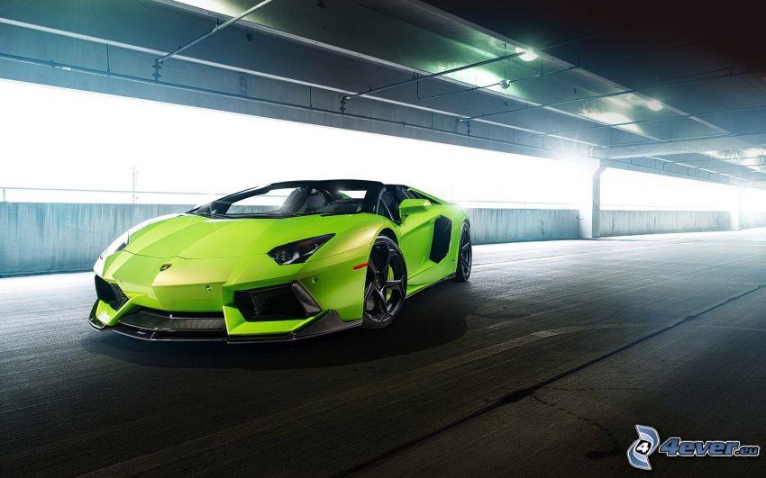 Lamborghini Aventador LP700, bajo el puente, descapotable